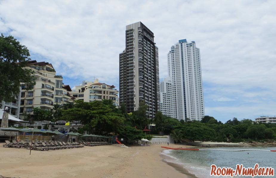 crescent-moon-beach-pattaya-05