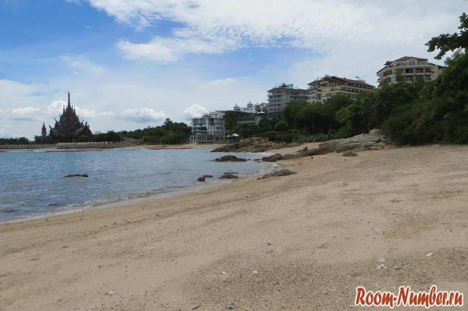 crescent-moon-beach-pattaya-08