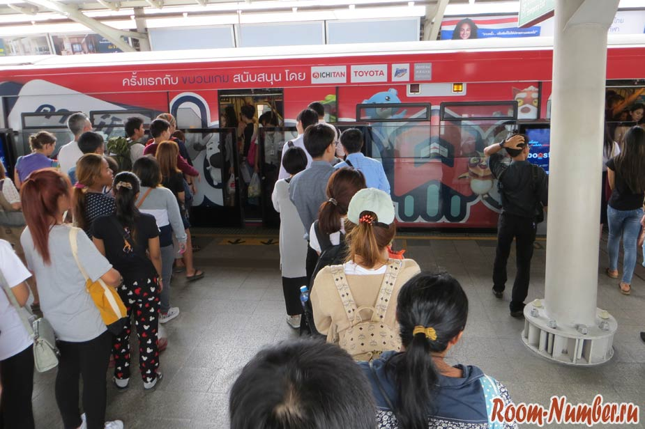 очереди в метро в бангкоке
