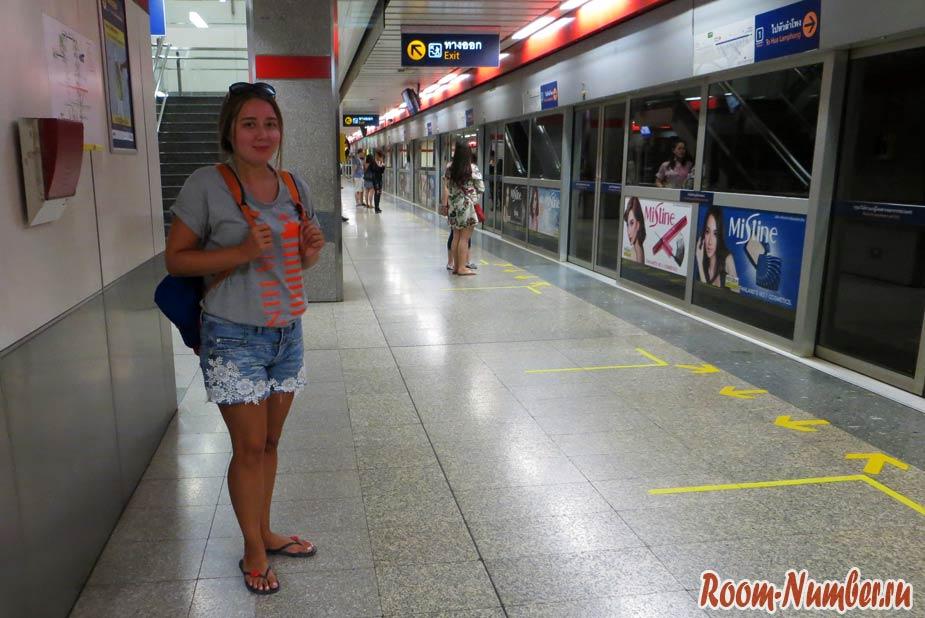 Катя в метро Бангкока