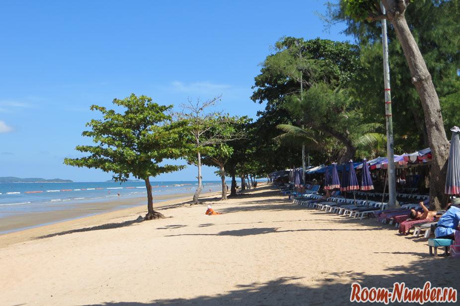 Пляж Донгтан в Паттайе. В чем заключается его успех?