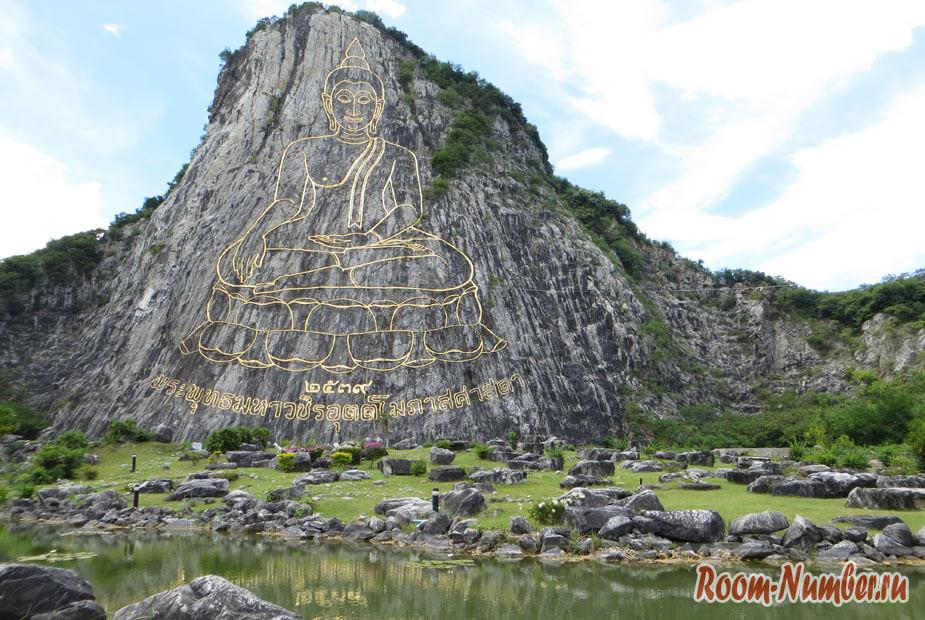 Будда на скале в паттайе