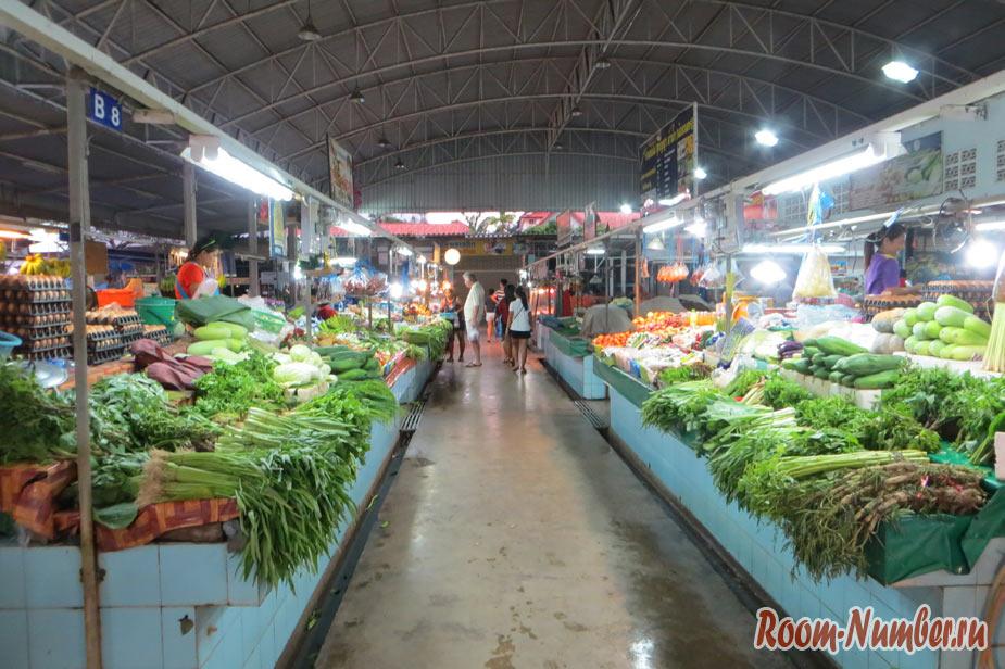 Фруктовый рынок в Паттайе на Джомтьене. Нетуристический рынок на второй улице