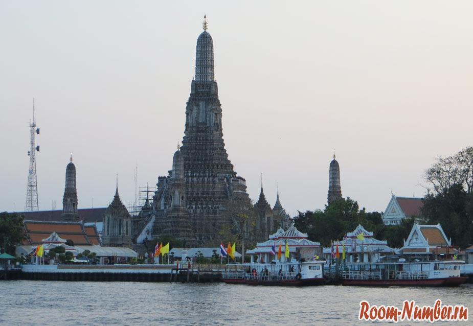 Ват Арун — нестандартный храм в Бангкоке