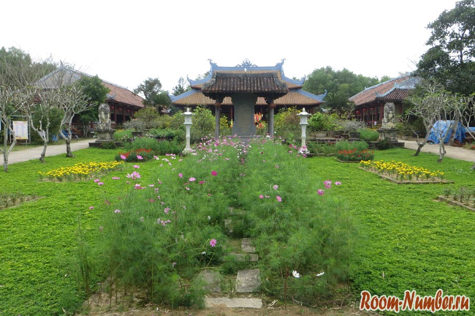 Китайский храм в Хойане, где нет туристов