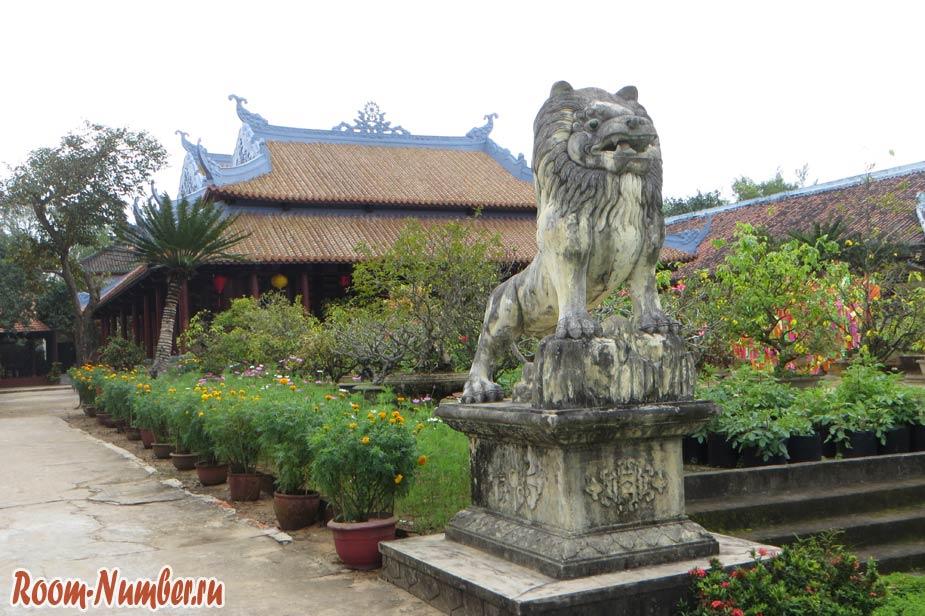 Van-Duc-Pagoda-03