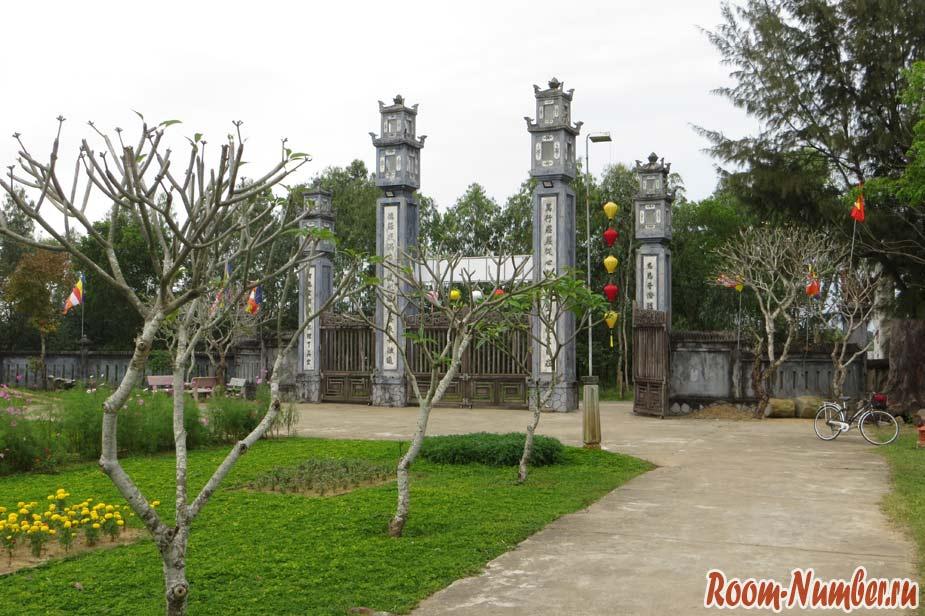 Van-Duc-Pagoda-07