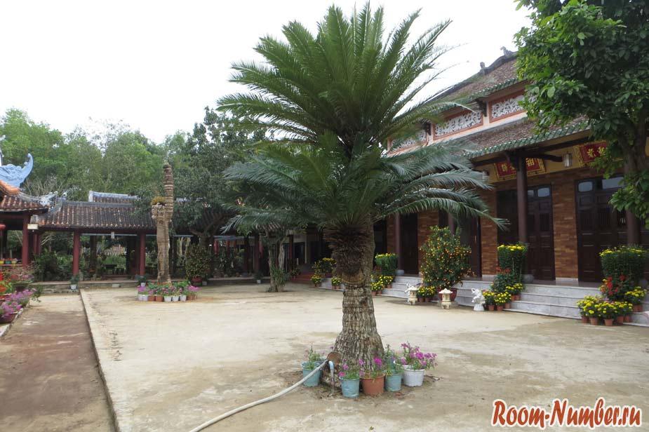 Van-Duc-Pagoda-08