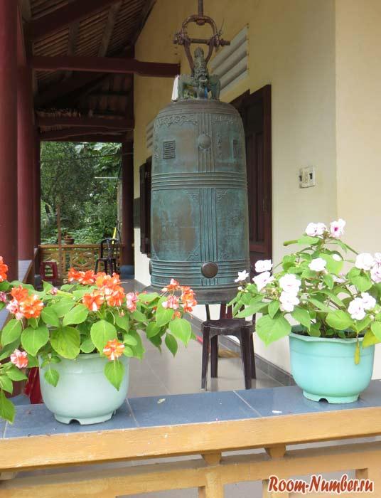 Van-Duc-Pagoda-10
