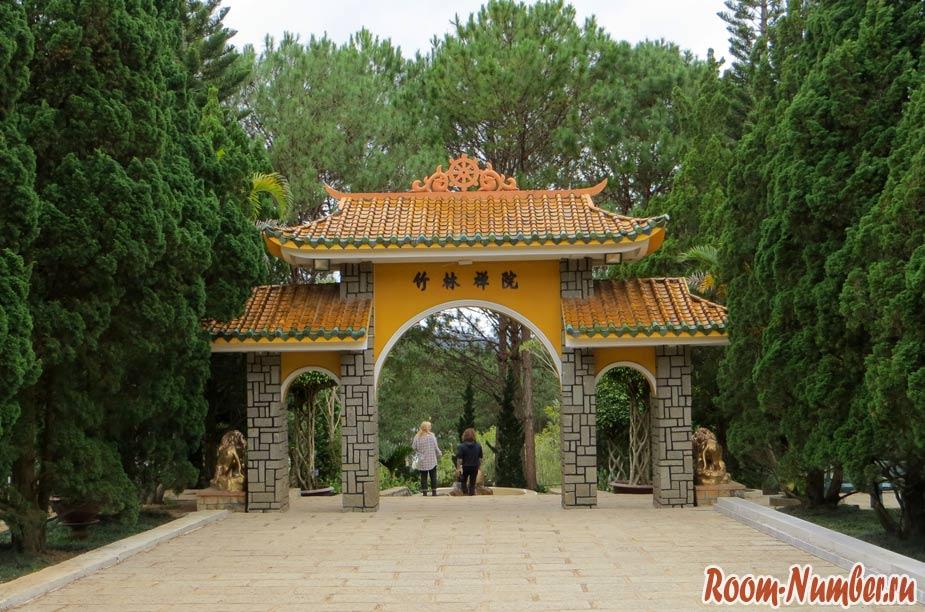 Буддийский монастырь Чук Лам в Далате