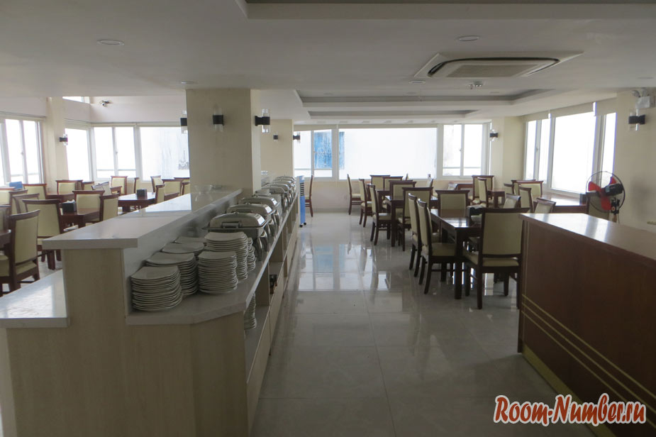 Отель Сан Сити Нячанг столовая, где проходят завтраки