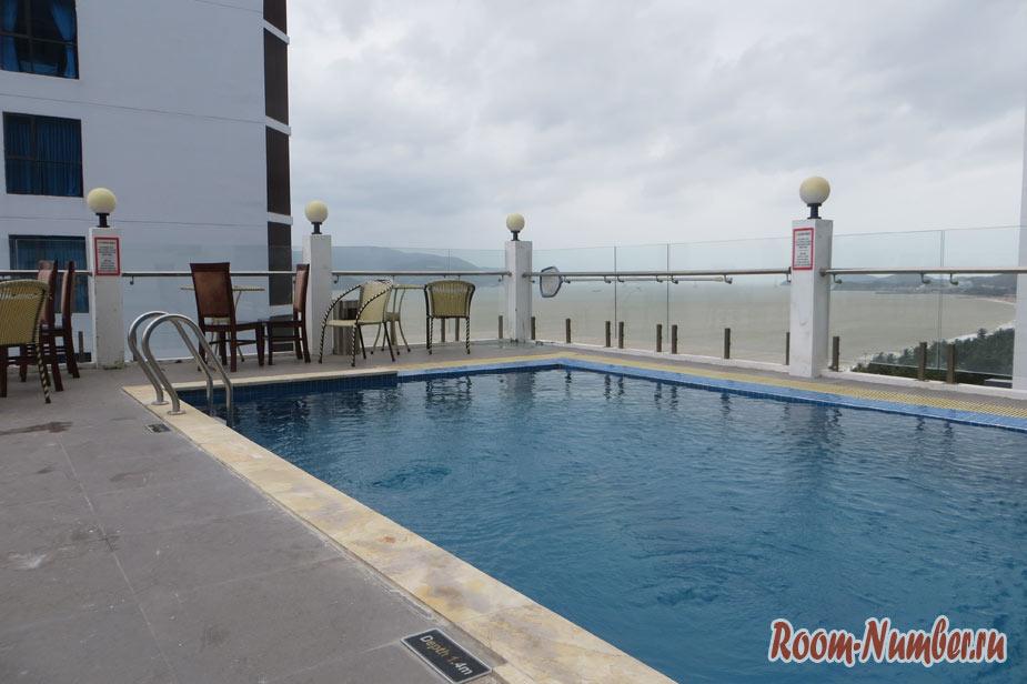 бассейн в отеле Sun City Нячанг