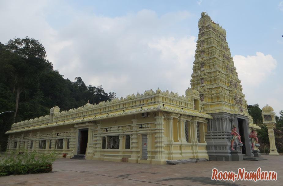 Индуистский храм на Пенанге. Все что вам нужно — подняться на 530 ступеней