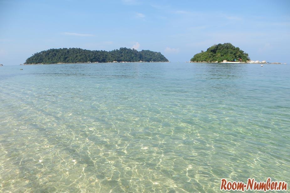 Чистая и прозрачная вода в море