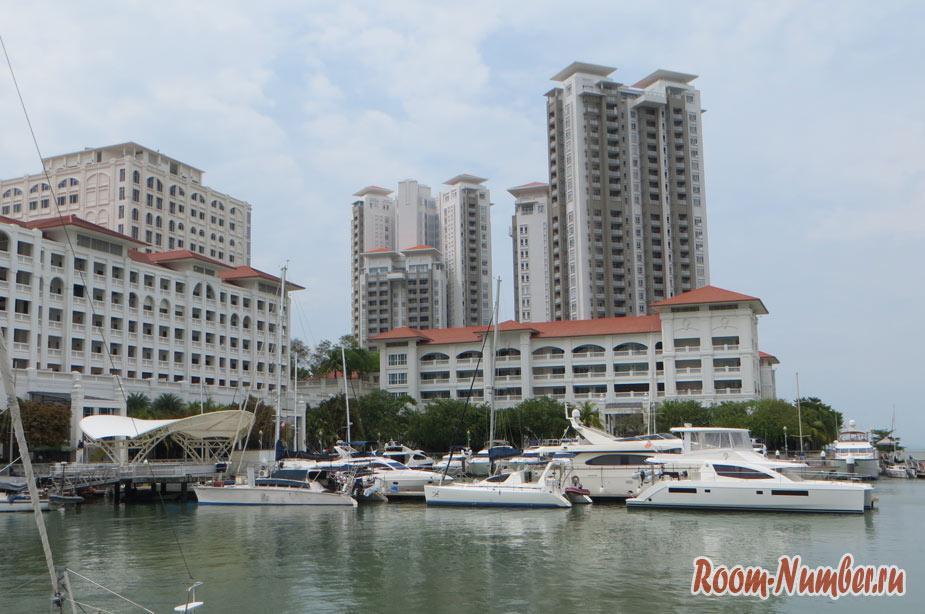 Яхт-клуб и торговый центр Straits quay на Пенанге. Еще одно нестандартное местечко для прогулки