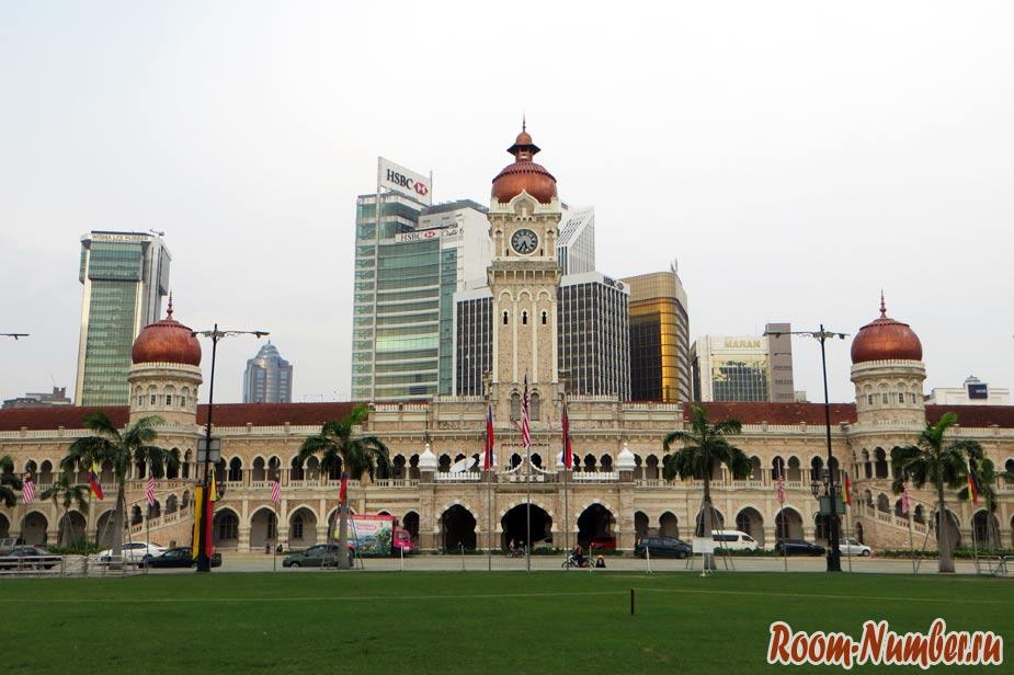 Площадь Merdeka и здание султана Абдул-Самада в Куала-Лумпур
