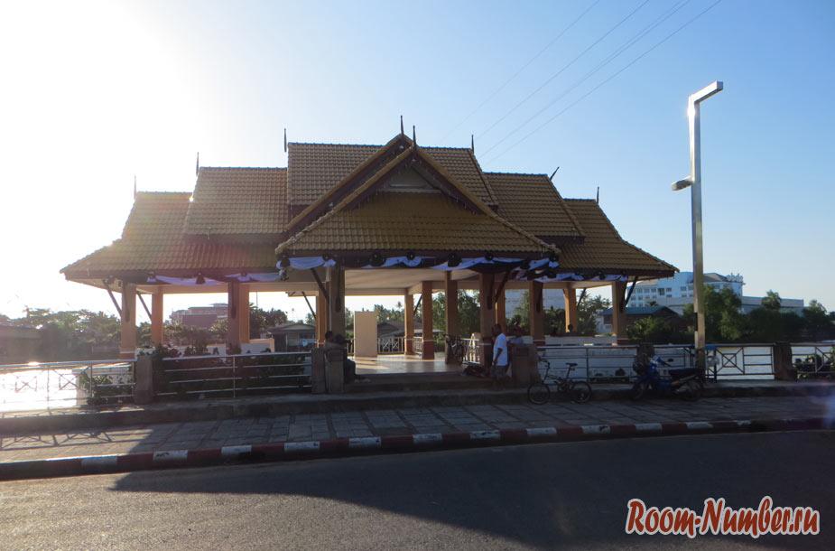 Сураттхани, Таиланд. Транзитный город по пути на острова