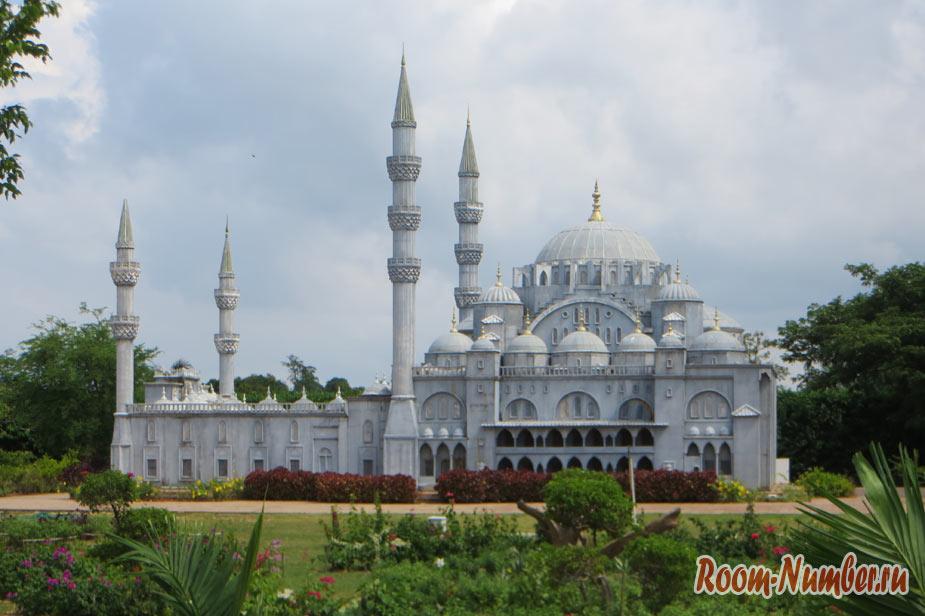 Taman Tamadun Islam – комплекс известных мечетей в миниатюре