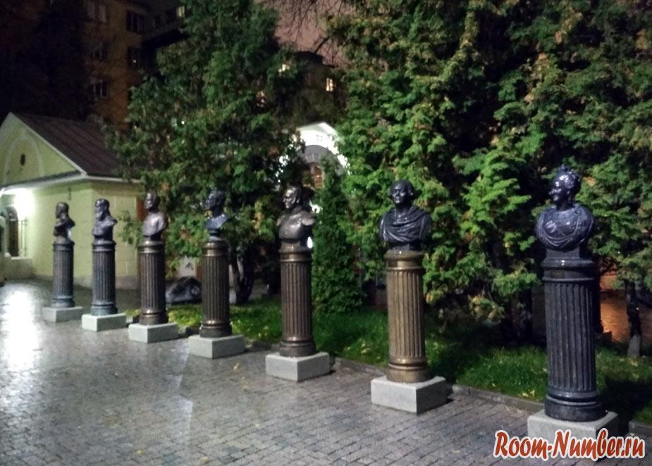 Аллея правителей в Москве. Петроверигский переулок, Китай-город