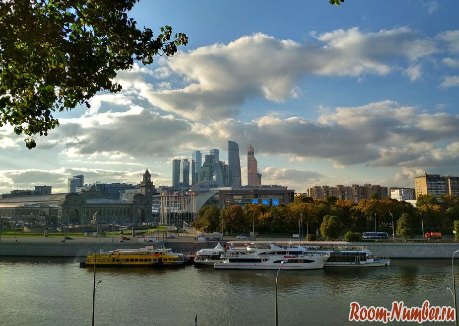 Малоизвестная смотровая площадка в Москве с видом на реку, Киевский вокзал и небоскребы Москва-сити