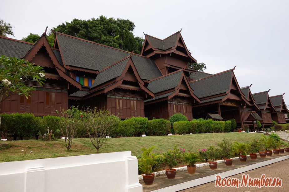 Музеи в Мелаке. Дворец султанов Istana Kesultanan Melaka