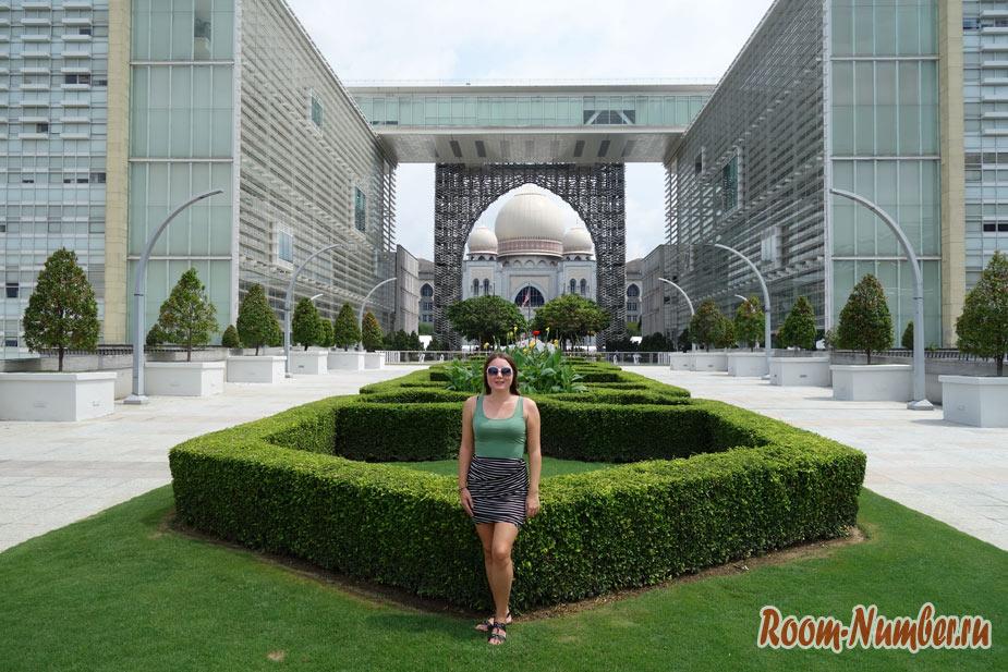 Путраджайя — архитектурное творение в Малайзии, город будущего без людей