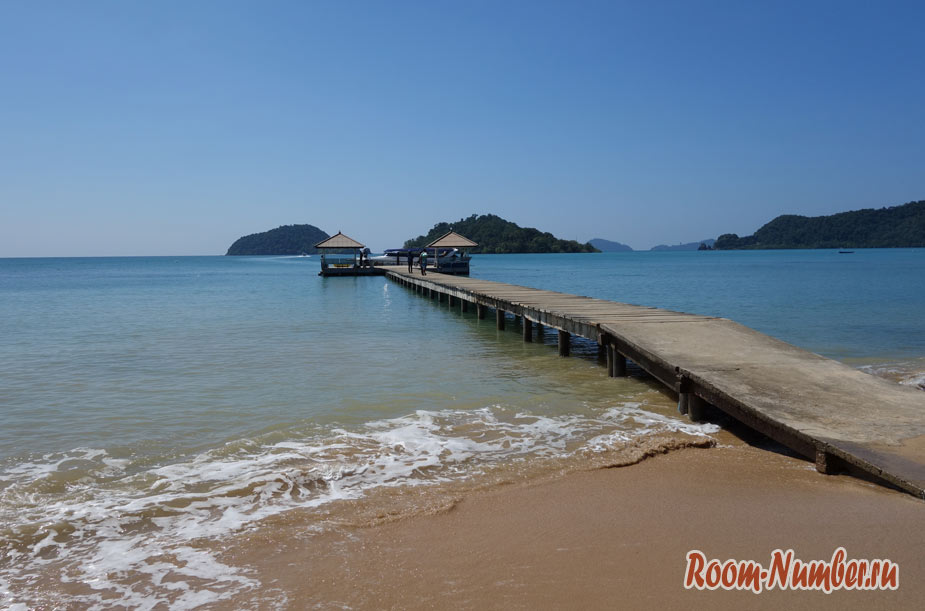 Южный пляж Ко Мака с пирсом и закатами — Ao Kao beach