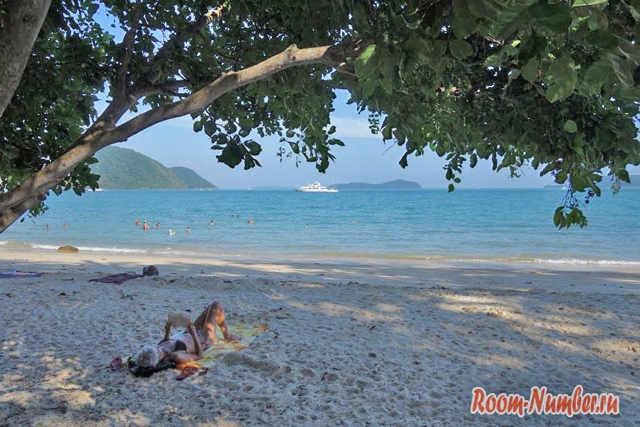 Пляж Лаем Ка на Пхукете, где мало людей, много камней и заброшенный отель