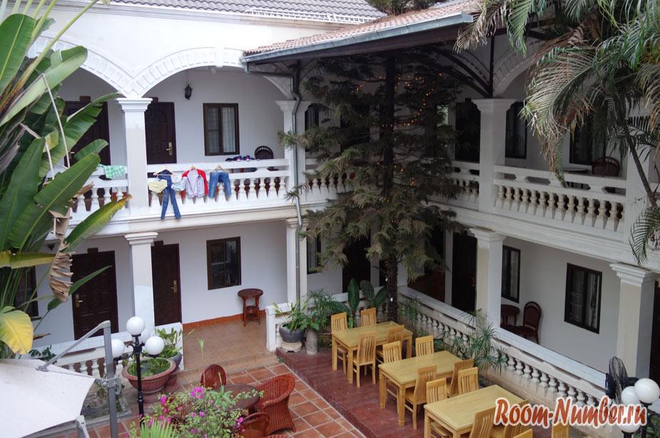 Отель с бассейном во Вьентьяне — Mali Namphu Hotel, который не стоил своих денег
