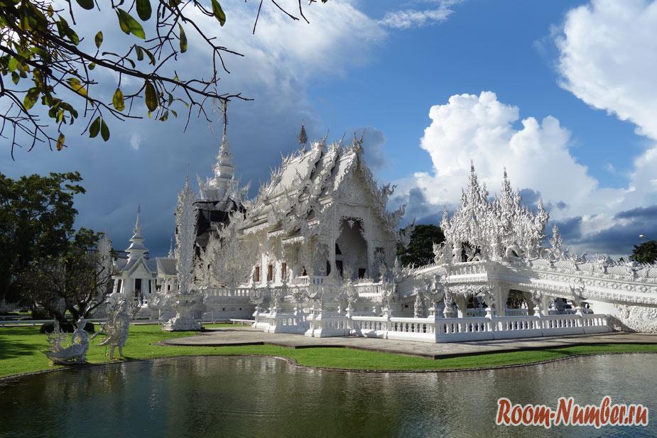 Белый храм в Таиланде. Wat Rong Khun в Чианграе — самый узнаваемый храм на севере