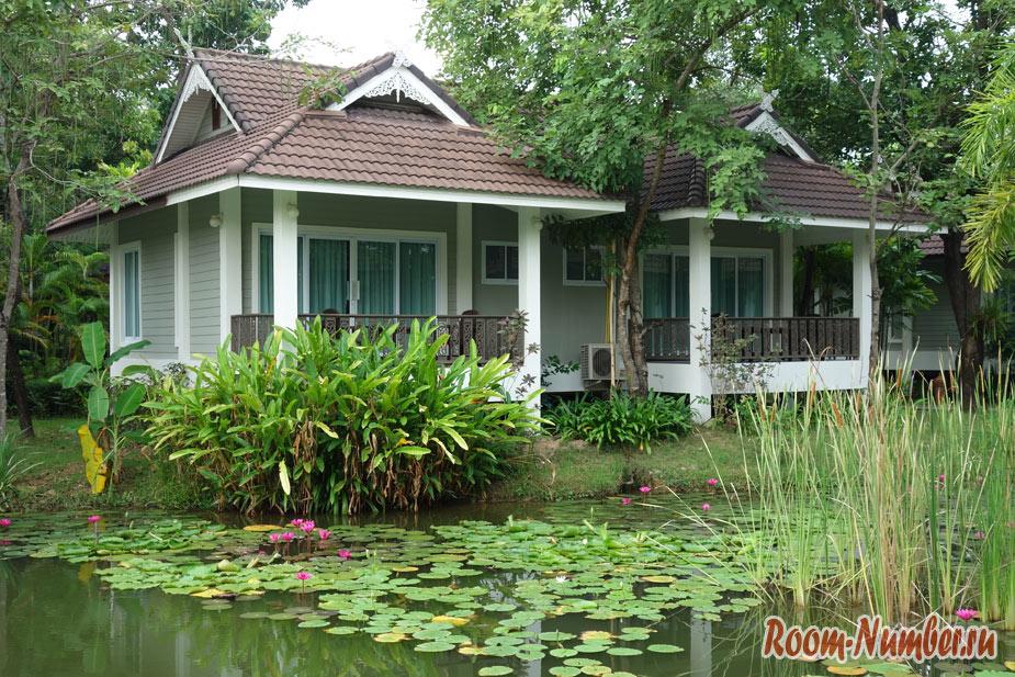 Le Charme Sukhothai Hotel. Наш отель с бассейном возле парка Сукхотай