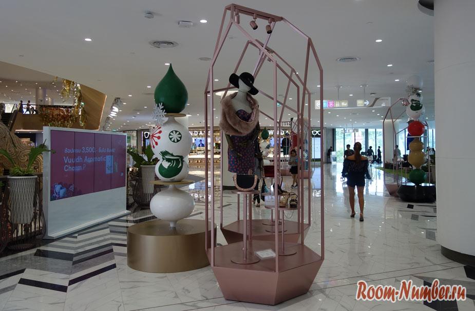 манекены в новом торговом центре на пхукете