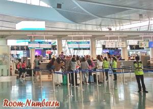 Очередь на регистрацию на рейс Phuket - Singapore в аэропорту на Пхукете