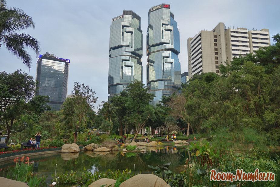 Hong Kong Park – центральный парк в Гонконге с дикими попугаями