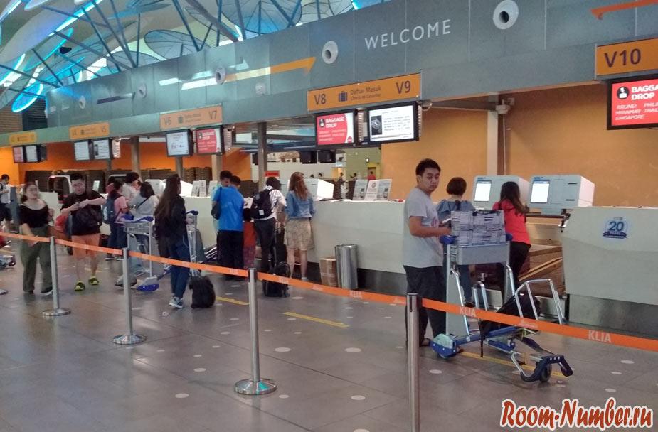 Самостоятельно сдаем багаж в аэропорту Куала-Лумпур при поездке на Лангкави