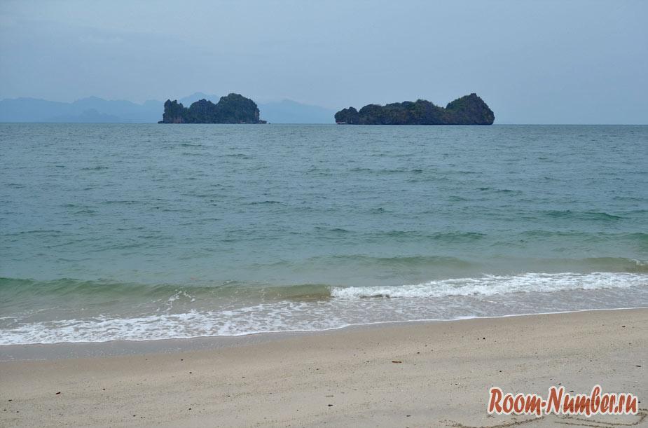 Острова со скалами на горизонте