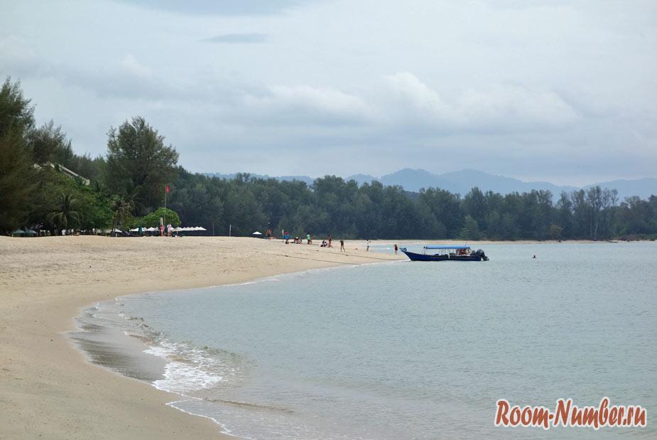 Вид на Танджунг Рху с правой стороны пляжа