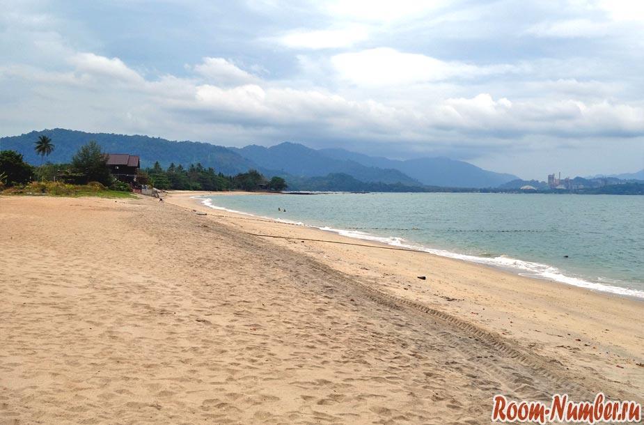 левая часть пляжа tanjung rhu langkawi beach