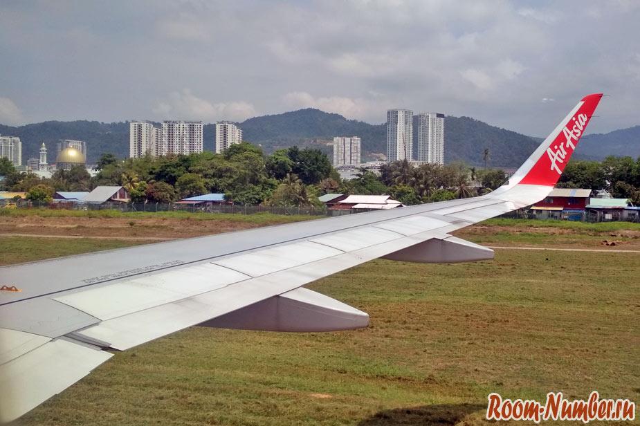 Вид на Пенанг из иллюминатора самолета на посадке