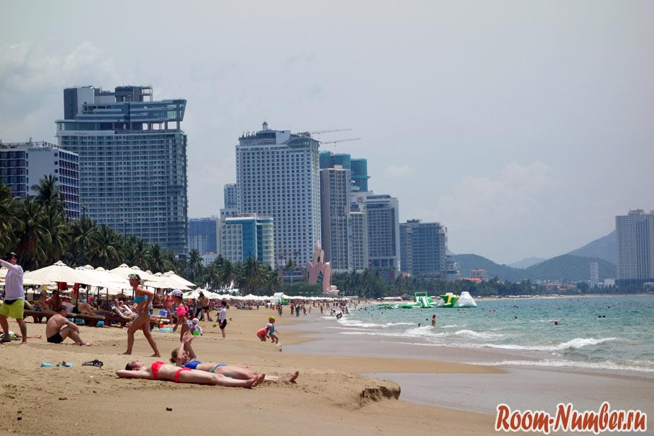 фото северной части пляжа Нячанг в августе