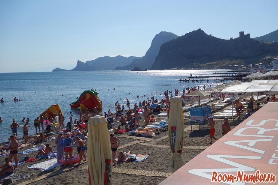 Фото пляжа в Судаке днем