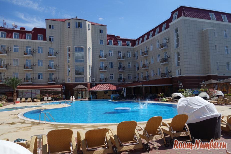 Гостиница Украина в Евпатории. Наш отель 4 звезды в Крыму
