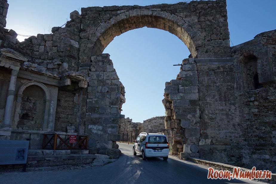 Что посмотреть в Сиде за 1 день. Храм Аполлона, амфитеатр и старый город