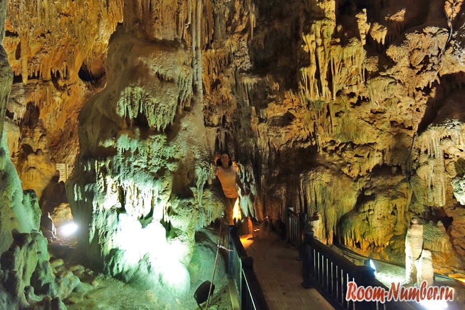 Пещера Дамлаташ в Алании на пляже Клеопатры
