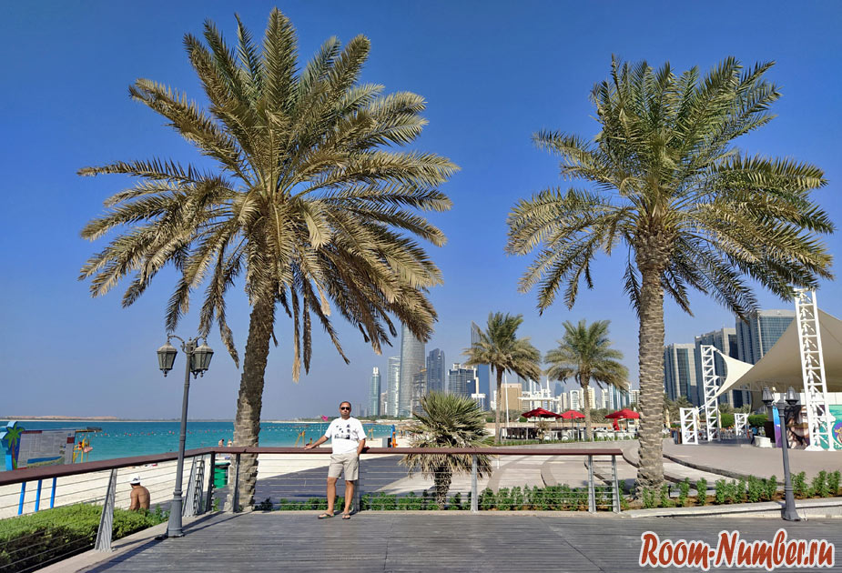 Все пляжи Абу Даби с отелями и точками на карте