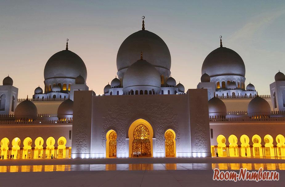 Мечеть Шейха Зайда в Абу-Даби – одна из самых больших и красивых в мире