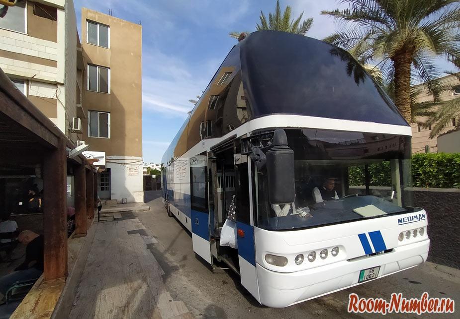 Из Акабы в Амман на автобусе. Военные на КПП, проверка документов и багажа