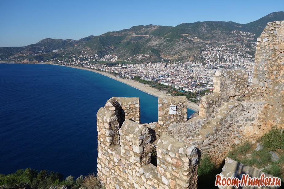Крепость в Алании на горе. Лучший вид на Аланью с вершины