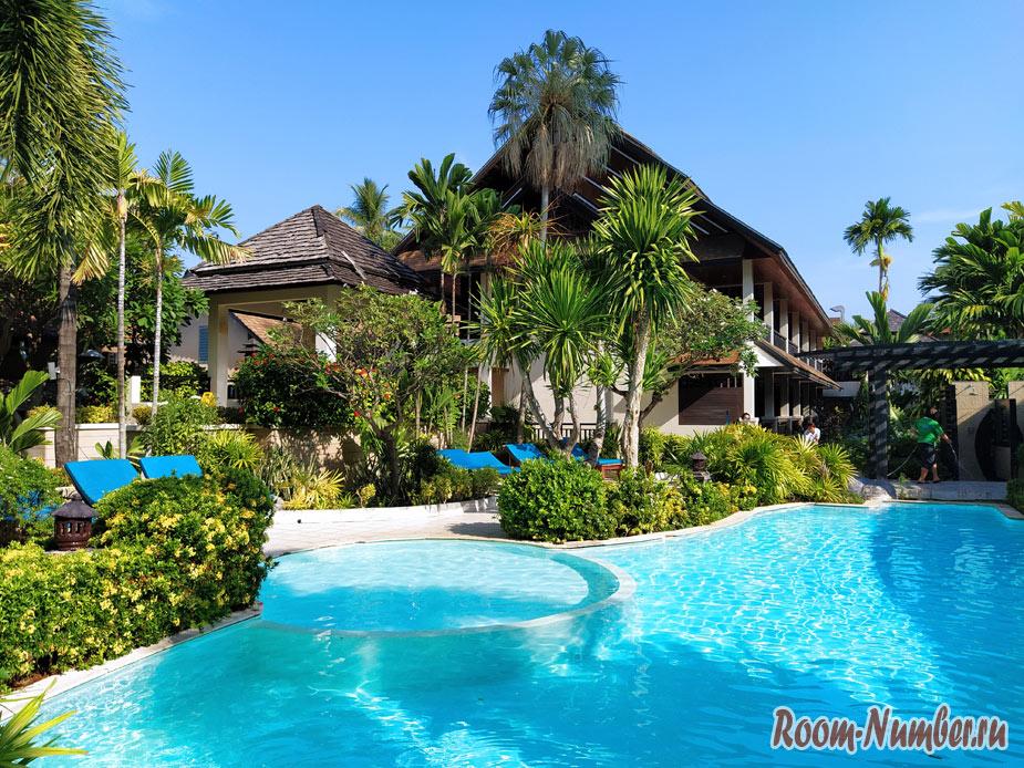 Phi Phi Banyan Villa — наш отель на Пхи Пхи. Первая линия, бассейн, своя территория и просто суперское место