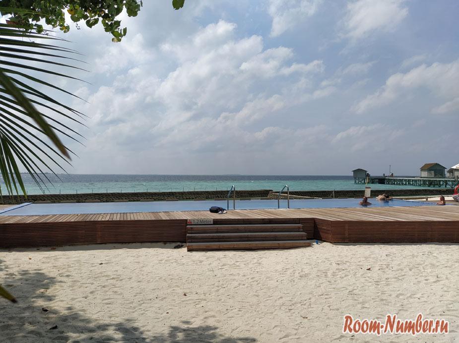 ostrov-centara-na-maldivah-13